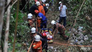 Coach Plunges into Ravine near Malaysia Genting Resort Talk Cock Sing Song