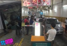 Female Driver Blocks Lot 1 Carpark Exit for Over an Hour Talk Cock Sing Song