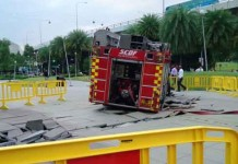 SCDF fire engine stuck at VivoCity Talk Cock Sing Song