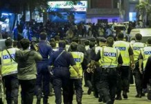 Three Injured in Low Yat Plaza Riot Talk Cock Sing Song